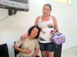 Maria Sueli Firmino Moraes, de 45 anos, levou a mãe para atendimento médico (Foto: Bibiana Dionísio/ G1 PR)