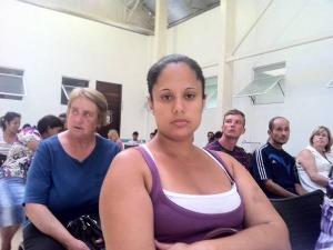 Daniele Bosa, de 28 anos, diz que a saúde pública de Curitiba fica muito a desejar  (Foto: Bibiana Dionísio/ G1 PR)