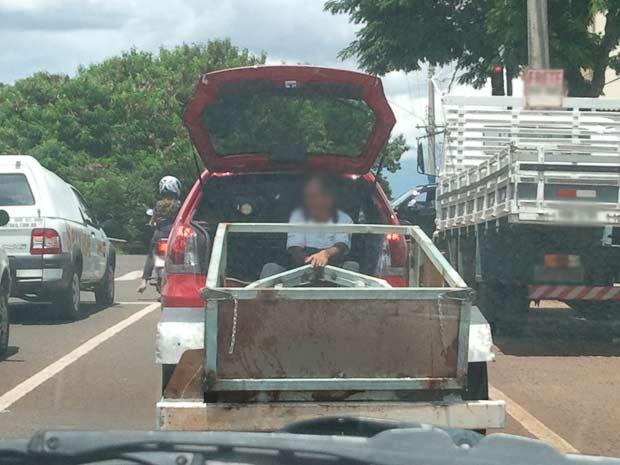 Flagrante de irregularidade no trânsito em Campo Grande, MS (Foto: Anna Paula Rocha/Arquivo Pessoal)