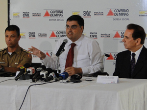 Secretário Lafayette Andrada, comandante Geral da PM, Márcio Sant'ana e Chefe da Polícia Civil, delegado Jairo Lellis (Foto: Pedro Triginelli / G1)