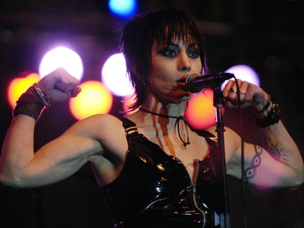 Joan Jett toca no LA Pride Festival em junho de 2007 em West Hollywood, na Califórnia (Foto: Amanda Edwards/Getty Images/AFP)