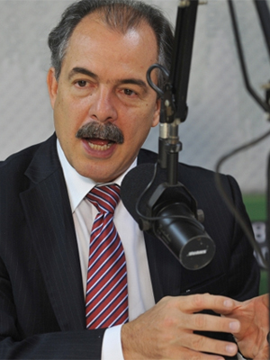 O ministro da Educação, Aloizio Mercadante, durante entrevista ao programa 'Bom Dia, Ministro' (Foto: Divulgação/Elza fiúza/ABr)