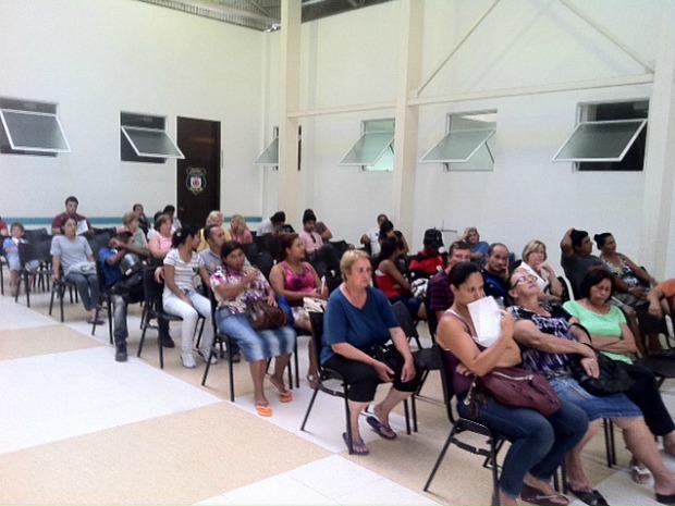 No Centro Municipal de Urgência Médica do bairro Sítio Cercado, espera chegou a três horas e vinte minutos (Foto: Bibiana Dionísio/ G1 PR)