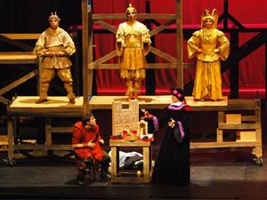 """Cena de 'O Corcunda de Notre Dame"""", da Ballet & Cia (Foto: Dickson Resstel/ Divulgação)"""