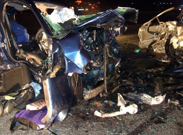 Destroços dos carros envolvidos no acidente desta sexta-feira (2) em Ohio (Foto: AP)