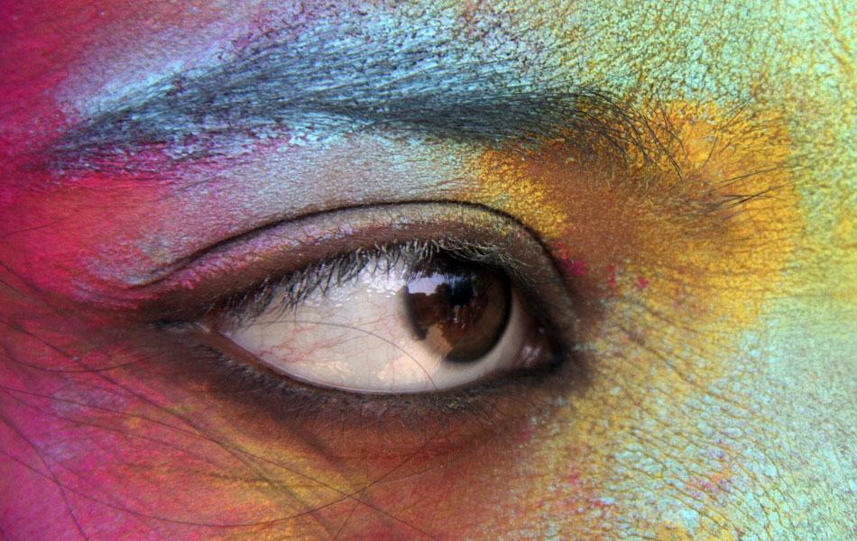 Conhecido como 'festival das cores', o evento é comemorado em todo o país principalmente em 8 de março.