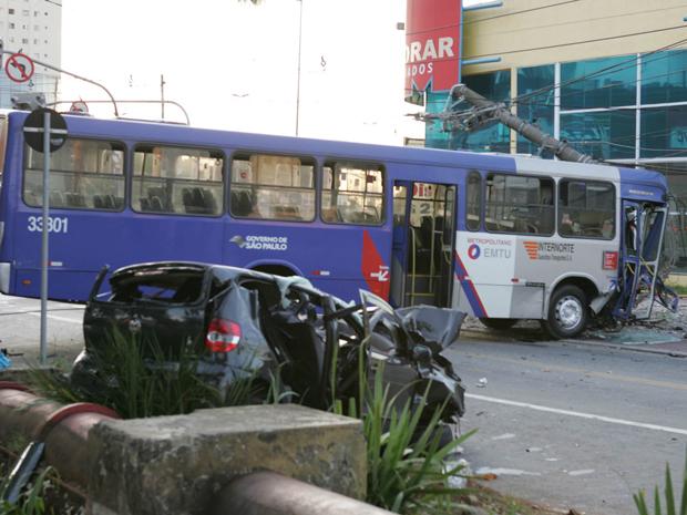 ônibus acidente guarulhos (Foto: Mario Ângelo/Sigmapress/AE)