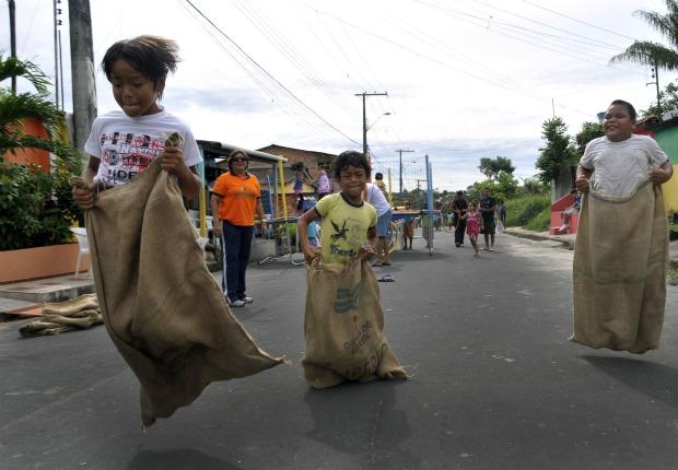 Projeto é realizado para resgatar brincadeiras de rua (Foto: Divulgação)