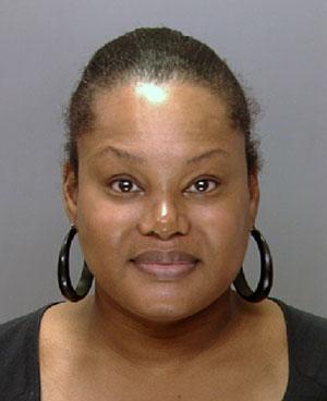 Padge Victoria Windslowe, acusada de prática enganosa ao aplicar injeções de silicone no bumbum de clientes e selar com supercola (Foto: AP/Departamento de Polícia da Filadélfia)