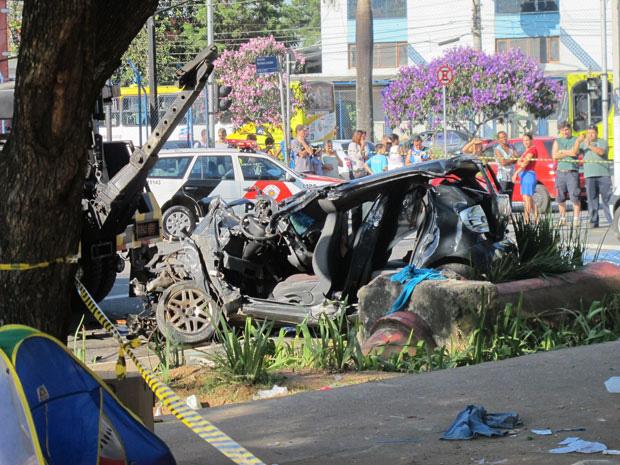 carro guarulhos acidente (Foto: Juliana Cardilli/G1)