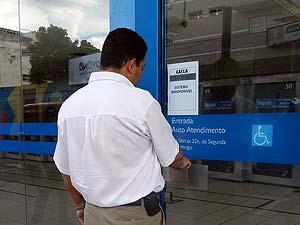 Clientes não conseguiram atendimento em bancos (Foto: Hismênia Keller/G1)
