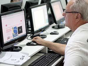 Antônio Caetano procurou curso para aprimorar o acesso à internet (Foto: Christyam de Lima/Arquivo pessoal)