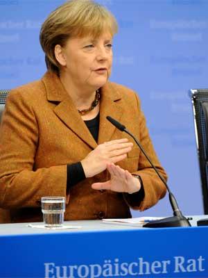 Angela Merkel fala em reunião em Bruxelas nesta sexta-feira (2) (Foto: AP)
