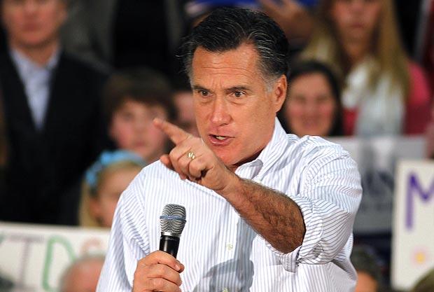 O pré-candidato republicano à presidência dos EUA Mitt Romney faz campanha nesta sexta-feira (2) em Bellevue, no estado de Washington (Foto: AP)
