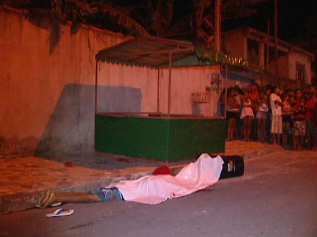 Dois menores são assassinados na Serra (Foto: Reprodução/TV Gazeta)
