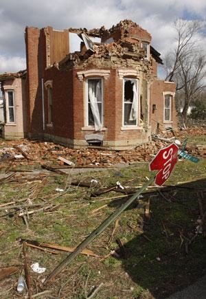 Casas ficaram destruídas na cidade de Moscow, em Ohio (Foto: AP)