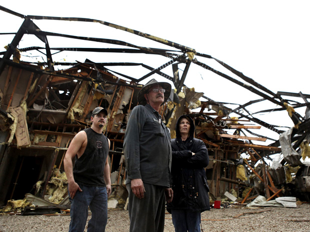 Passagem de tornado causou destruição na cidade de New Pekin, em Indiana. (Foto: AP)