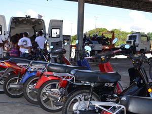 Motocicletas foram apreendidas em fiscalização de rotina da BPtran (Foto: Walter Paparazzo/G1 PB)