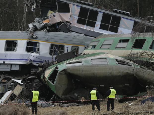 Colisão entre dois trens aconteceu no sul do país. (Foto: Michal Legierski/ AP )