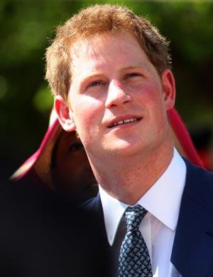 O príncipe Harry em Nassau, nas Bahamas, neste domingo (4) (Foto: AP)