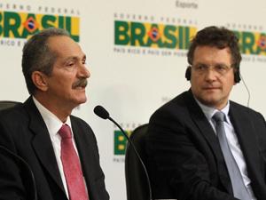 O ministro do Esporte, Aldo Rebelo, e o secretário-geral da Fifa, Jérôme Valcke, durante entrevista à imprensa em janeiro (Foto: Glauber Queiroz/ME)
