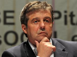 O ministro da Agricultura, Mendes Ribeiro, durante debate no Fórum Social Temático, em janeiro (Foto: Valter Campanato/ABr)