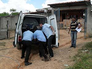 Perícia esteve no local e o caso será investigado (Foto: Cleber Corrêa/G1)