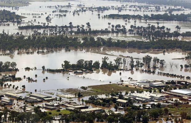 Partes do bairro North Wagga estão parcialmente debaixo d'água das enchentes, em Wagga Wagga (Foto: Daniel Munoz/Reuters)