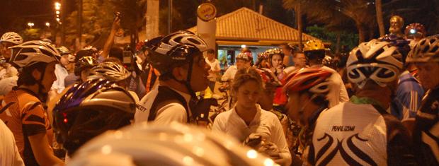 Ciclistas fizeram manifesto pela paz no trânsito (Foto: Maurício Melo/G1)