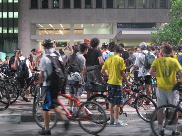'Bicicletada Nacional' reuniu ciclistas na Avenida Paulista nesta terça-feira (Foto: Rafael Sampaio/ G1)