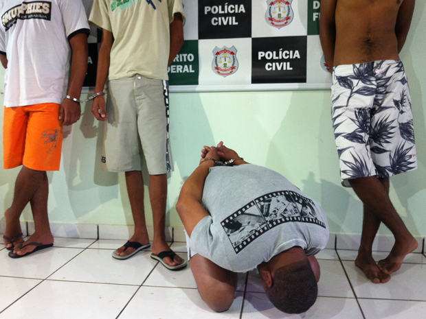 Quatro homens foram presos na manhã desta terça-feira (6), no Distrito Federal, suspeitos de atearem fogo em dois moradores de rua. (Foto: Felipe Néri/ G1)