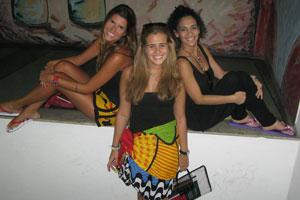 Alunas vão de canga para universidade na Zona Sul (Perla Rodrigues/G1)