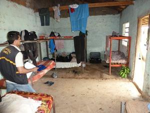 Fiscais flagram 24 trabalhadores em situação similar a escravos em Rio Verde (Foto: SRTE-GO/Divulgação)