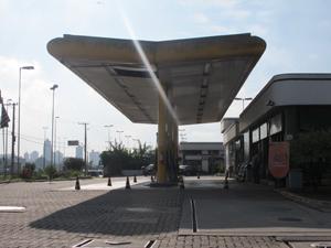 Marginal Tietê tinha postos vazios nesta manhã (Foto: Juliana Cardilli/G1)