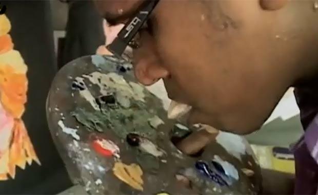 Ani K disse que se inspirou em artista que pintava com o pé.  (Foto: Reprodução)