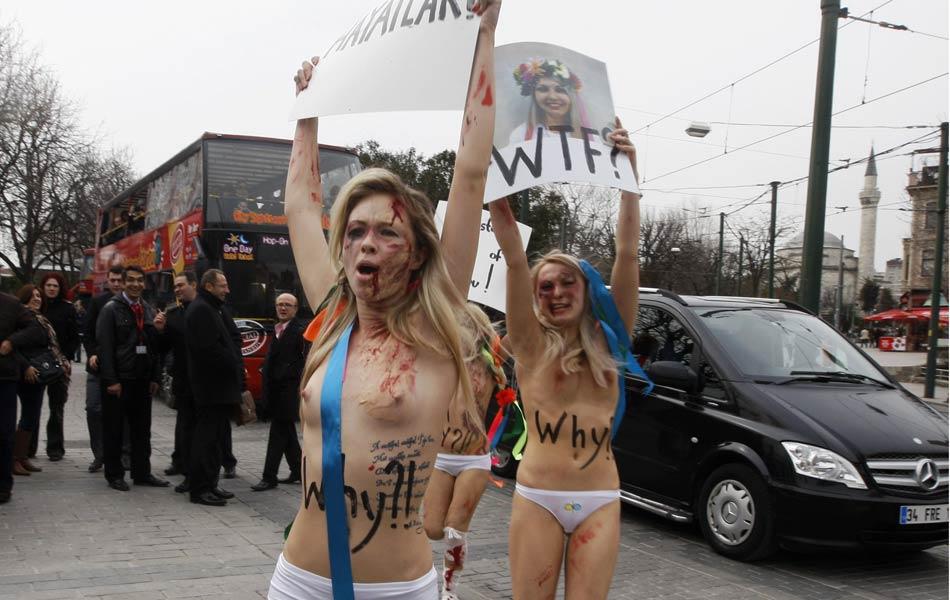 Ativistas ucranianas do Femen protestam contra a violência contra as mulheres em Istambul, na Turquia.