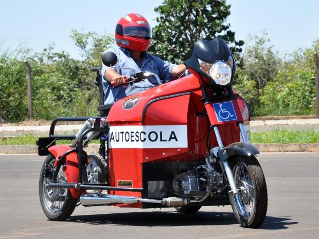 Cadeirante José Domingues é o primeiro do país a incluir categoria A na CNH (Foto: Hélder Rafael/G1 MS)
