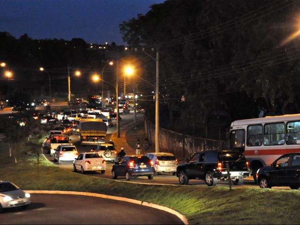 Congestionamento formado após acidente (Foto: Felipe Bastos / G1MS)