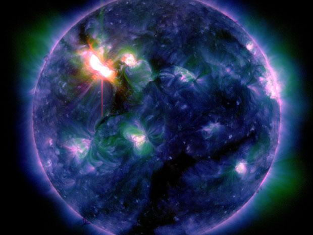 Imagem do Sol de 6 de março. A diferença de cores se deve aos vários comprimentos de onda usados para captar a luz (Foto: NASA/SDO/AIA)