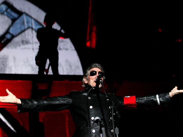 Roger Waters, ex-líder do Pink Floyd, fez o primeiro dos nove shows da turnê comemorativa do álbum 'The wall' na Argentina, na noite desta quarta-feira (7) (Foto: Reuters)