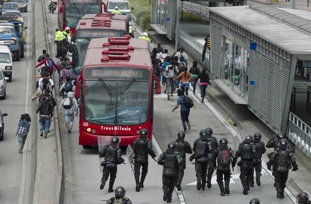 O protesto terminou em confronto (Foto: AFP)