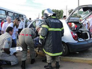 Idosos foram socorridos e levados para o Pronto Atendimento  (Foto: Cleverton Neves/Só Notícias)