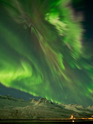 Aurora registrada na noite desta quinta (8) na Islândia (Foto: Jónína Óskarsdóttir/via Nasa)