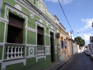 Janela da casa verde era a moldura para as telas de Bajado (Foto: Luna Markman/G1)