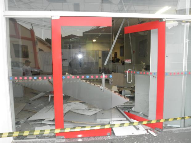 Caixa eletrônico em Porangaba (Foto: Divulgação / Polícia Militar de Porangaba)