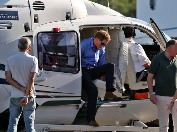 Príncipe Harry passeou de helicóptero no Rio de Janeiro nesta sexta-feira (9) (Foto: Marcos de Paula/AE)