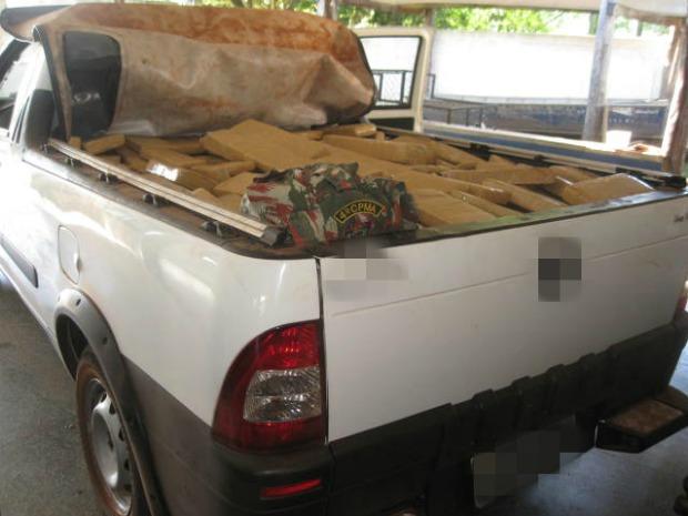 Policiais ambientais encontraram veículo abandonado na rodovia (Foto: Divulgação/PMA)