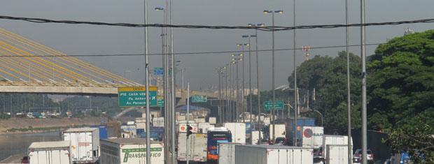 Motoristas enfrentam lentidão na Marginal Tietê às 9h10 desta sexta (9) (Foto: Juliana Cardilli/G1)