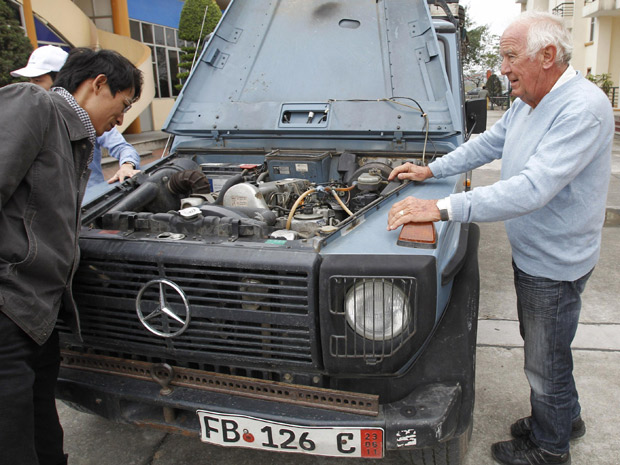 Mercedes-Benz Classe G chamado 'Otto' já rodou 800 mil quilômetros da aventura  (Foto: Kham/Reuters)