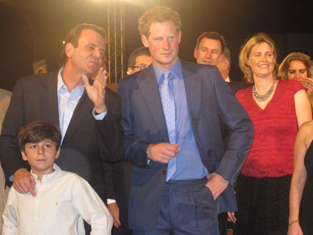 Príncipe Harry é recepcionado pelo prefeito Eduardo Paes no Pão de Açúcar (Foto: Carolina Lauriano/ G1)
